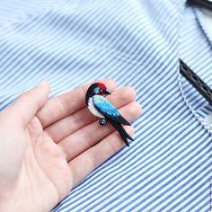 Купить Брошь Ласточка - черный, голубй, красный, ласточка, брошь птица, брошь ласточка