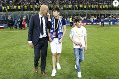 Zinédine Zidane avec ses enfants Elyaz et Théo - Le Real Madrid de Zinédine Zidane remporte la Ligue des champions aux tirs au buts face à l'Atlético de Madrid, (1-1 après prolongations, 5-3 aux t.a.b.) à Milan le 28 mai 2016.