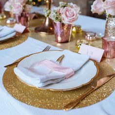 Planning a winter wedding? Take advantage of the wonders of the season with a little sparkle, luster and shine in your decor. White weddings look super chic (added, you might save money by getting … Winter Wedding Decorations, Wedding Centerpieces, Wedding Table, Table Decorations, Wedding Ideas, Wedding Inspiration, Glitter Party, Glitter Wedding, Gold Glitter