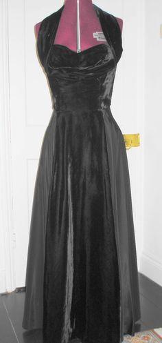 VINTAGE 1950s BLACK VELVET SATIN HALTER NECK FULL-LENGTH DRESS GOWN ~ Med W14