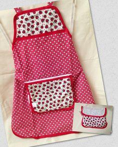 Avental com bolsinha O bolso do avental é uma linda bolsinha para guardar o avental e manter mais organizada sua cozinha.