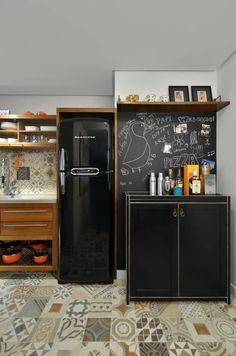Apartamento Publicitária: Cozinhas translation missing: br.style.cozinhas.moderno por Johnny Thomsen Design de Interiores