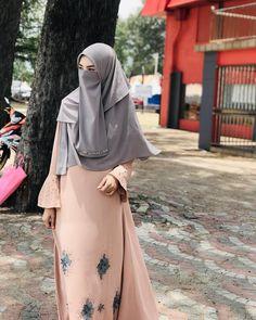 Hijabi Girl, Girl Hijab, Muslim Women Fashion, Korean Fashion, Niqab Fashion, Beautiful Muslim Women, Casual Hijab Outfit, Queen Fashion, Mode Hijab