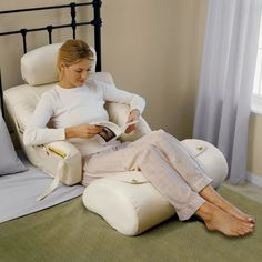 The Superior Comfort Bed Lounger - Hammacher Schlemmer- great for someone sick in bed or on bed rest Bed Rest Pillow, Bed Pillows, Back Pillow For Bed, Pillow Lounger, Back Support Pillow, Support Pillows, Deco Originale, Neck Pain, Floor Chair