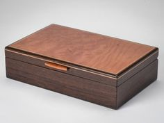 This is the perfect small manly Wooden Jewelry Box for your guy! The deep, rich colors are sure to please even the pickiest of men! Kids Jewelry Box, Handmade Jewelry Box, Small Jewelry Box, Jewellery Boxes, Wooden Jewelry Boxes, Custom Wooden Boxes, Wooden Crates, Dovetail Box, Woodworking Table Saw