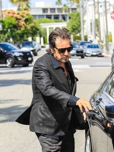 Al Pacino Photos - Al Pacino is seen out and about in Beverly Hills on May 26, 2017.. - Al Pacino Runs Errands in Beverly Hills