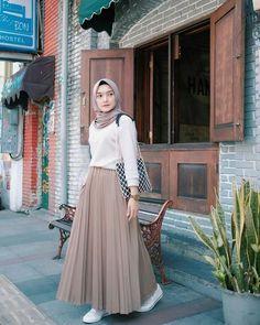 New fashion hijab outfits casual muslim. hijab New fashion hijab outfits casual muslim Modest Fashion Hijab, Modern Hijab Fashion, Street Hijab Fashion, Muslim Women Fashion, Hijab Fashion Inspiration, Look Fashion, Skirt Fashion, Fashion Outfits, Islamic Fashion