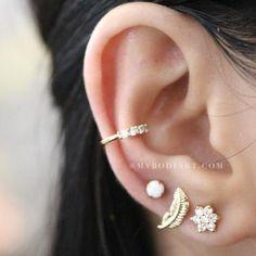 Cute Multiple Ear Piercing Ideas for Teenagers - Popular Cartilage Conch Helix Tragus Leaf Opal Flower Earring Stud in Gold - Linda oreja múltiple Piercing Ideas para adolescentes - www.MyBodiArt.com #earrings #piercings