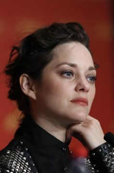 Marion Cotillard on May 2016 during a press conference for the film 'It's Only The End Of The World (Juste La Fin Du Monde)' at the Cannes Film Festival in Cannes, southern France. Marion Cotillard Style, Marion Cottillard, A Very Long Engagement, French Beauty, French Actress, Cannes Film Festival, Paris, Most Beautiful Women, Makeup Inspiration