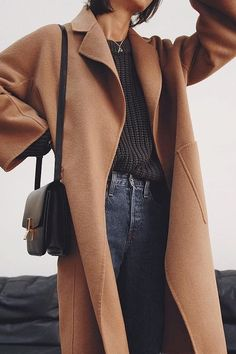 Chic minimalist closet, discover 20+ Minimalistic Outfit Ideas for Fall Camel Coat, Outfit Combinations, Spring Outfits, Autumn Winter Fashion, Jean Outfits, Fashion Outfits, Runway Fashion, Ootd, Duster Coat