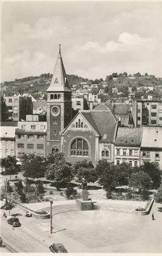 Bratislava, Paris Skyline, Cathedral, It Cast, Mesto, Mansions, House Styles, Building, Travel