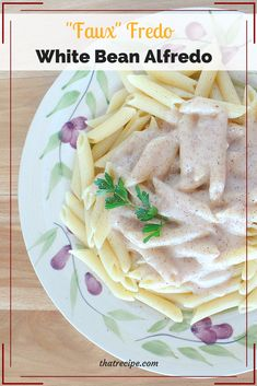 Healthy and Easy Vegan White Bean Alfredo Faux-fredo, White Bean Alfredo – vegan alfredo sauce made with white beans. Dairy Free Alfredo Sauce, Vegan Alfredo Sauce, Dressings, Dip, Pasta Sauce Recipes, Noodle Recipes, Lactose Free Diet, White Beans, Yummy Snacks