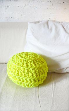 Ball off Crochet Pillow  neon yellow por lacasadecoto en Etsy, €29.00