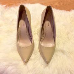 Chic Pour La Victoire Nude Pumps Chic Pour La Victoire Nude Pumps. Stiletto heel. Excellent like new condition. Worn once got a few hours. Tenor tiny nick in the leather at the front- shown in last picture. Pour la Victoire Shoes Heels