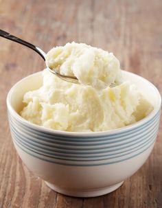 Recette Purée de pommes de terre THERMOMIX : Insérer le fouet dans le bol du Thermomix, y mettre 1 kg de pommes de terre pelées coupées en gros dés (3 à 4...
