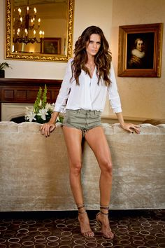 Welcome to my Izabel Goulart site. None of these pics are mine. Izabel Goulart, Classy Women, Sexy Women, Blond, Fashion Models, Fashion Outfits, Women's Fashion, Beautiful Legs, Beautiful Women