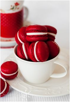 Red velvet macarons are a holiday win (and are great for Valentine's Day too). Aesthetic Colors, White Aesthetic, Aesthetic Food, Macaroons, Red Macarons, Red Pepper Jelly, Foto Blog, Red Wallpaper, Shades Of Red