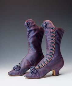 Vintage Shoes A pair of beautiful boots which once belonged to Empress Maria Feodorovna of Russia, 1880 - Victorian Shoes, Victorian Fashion, Vintage Fashion, Victorian History, 1930s Fashion, Vintage Boots, Vintage Outfits, Vintage Purses, Viktorianischer Steampunk