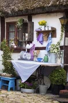 Move your kitchen outside during the summer    photos Minna Mercke Schmidt