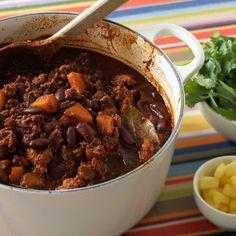 It can be hard to eat healthy. Some low-fat foods are just so…blah. That's why we consulted chefs for diet recipes as delish as they are healthy. Chili Recipe For A Crowd, Food For A Crowd, Meat Recipes, Cooking Recipes, Group Recipes, Chilli Recipes, Turkey Chili, Veggie Chili, Healthy Recipes For Weight Loss