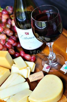Wine and cheese pairings that will make your holiday appetizers that much better! (wine and cheese party tips) Wine And Cheese Party, Wine Cheese, Antipasto, Charcuterie, Cheese Pairings, Wine Pairings, Wine Parties, In Vino Veritas, Wine Time