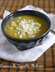 This healthy vegan soup of summer squash is delicious, creamy and easy to make. Use the summer bounty. Vegan Dessert Recipes, Cooking Recipes, Healthy Recipes, Healthy Food, Chilean Recipes, Chilean Food, Chowder Soup, Food Names, Vegan Soup