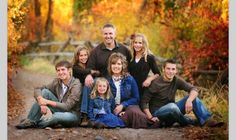 Ideas Photography Poses Family Large Group Photos For 2020 Large Family Pictures, Large Group Photos, Large Family Portraits, Large Family Poses, Family Portrait Poses, Family Picture Poses, Family Of 5, Fall Family Photos, Family Photo Sessions