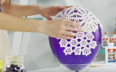 She Is Literally Rubbing Vaseline And Sticking Doilies On A Balloon! Weird And Brilliant! - Page 2 of 2 - Wise DIY Yarn Balloon, Balloon Crafts, Balloon Lights, Balloon Ideas, Yarn Lanterns, Doily Lamp, Lace Balloons, Lantern Craft, Crochet Home Decor