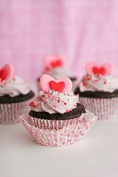 One-Bowl Chocolate Cupcakes Cupcakes para cumpleaños de tus peques.  Adquiere los moldes y los utensilios para realizar cupcakes en http://milejardin.com/menaje-del-hogar/productos-reposteria-silicona