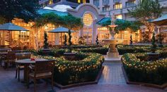 The Fairmont Washington Dc Georgetown S Courtyard With Ling Lights At Dusk