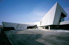 Honda Big Wing in Bangkok by VaSLab Architecture