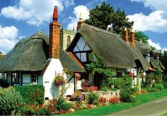 Stock Photo : England,Warwickshire,Welford on Avon,traditional thatched cottage Fairytale Cottage, Storybook Cottage, Garden Cottage, Little Cottages, Cabins And Cottages, Cute Cottage, Cottage Style, Cottage Living, Cottage Homes