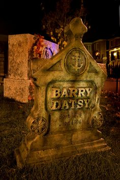 twhaunt/Flickr  #halloween #yardhaunt #tombstone