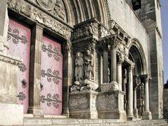 Église de Saint-Gilles - portail principal/  World • France • Languedoc-Roussillon Saint-Gilles