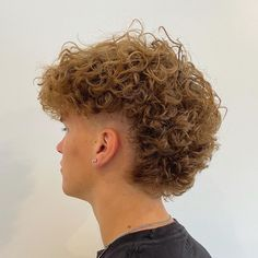 Curly Hair Men, Men's Hair, Hair Art, Curly Hair Styles, Cool Haircuts, Haircuts For Men, Mens Perm, Mohawk Mullet, Undercut Pompadour