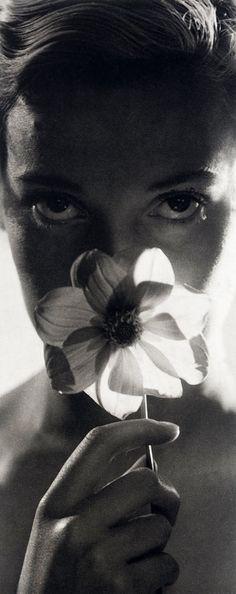 """lacontessa: """"kvetchlandia: Dora Maar, Assia avec une anémone devant le visage, Paris 1934. """""""