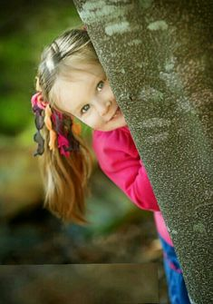 Three year old girl peeking from behind a tree, by Canonsburg PA photographer Pam Nafziger of Casual Moments Photography Little Girl Photography, Children Photography Poses, Tree Photography, Infant Photography, Little Girl Photos, Baby Girl Photos, Toddler Pictures, Girl Pictures, Toddler Photoshoot Girl