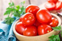 Makaron z fetą i pomidorami. Przepis podbija internet Pasta, Agriculture, Food Fresh, Nutrition, Organic, Diet, Tomatoes, Stock Photos, Vegetables