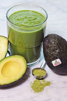 Check out the recipe for our Avocado Matcha Smoothie, made with delicious Avocados from Mexico! Breakfast Smoothies For Weight Loss, Weight Loss Smoothies, Healthy Smoothies, Smoothie Recipes, Breakfast Recipes, Healthy Food, Healthy Eating, Healthy Recipes, Smoothie Glass