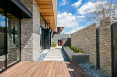 Gallery of Ascaya / SB Architects - 4 - - Haus Kredit Luxury Estate, Luxury Homes, Piscina Rectangular, Landscape Elements, Japanese Interior, Back Patio, Indoor Outdoor Living, Modern House Plans, Mid Century House