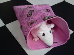 Rat hammock tutorial - Sleep Sack (site is in Dutch, but photos are easy to follow) #rats #tutorial