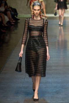 Dolce & Gabbana - Spring Summer 2013 Ready-To-Wear - Shows - Vogue. Milano Fashion Week, Paris Fashion, Runway Fashion, High Fashion, Fashion Show, Fashion Design, Dolce & Gabbana, Haute Couture Style, Retro Mode