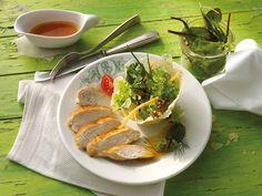 Hähnchen mit Wildkräutern im Parmesankörbchen #Haehnchen #Gefluegel #Rezept #Rezepte #Genuss #Kochen #Salat #Parmesan