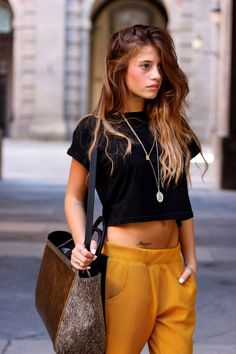 Top 20 crop tops in street style look - Fashion Outfits Mode Outfits, Chic Outfits, Summer Outfits, Fall Outfits, Looks Street Style, Looks Style, Colorful Outfits, Look Fashion, Womens Fashion