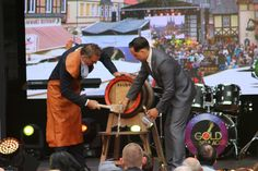Eröffnung des Rathausfestes mit dem traditionellen Bierfassanstich. (Foto: Matthias Bein)