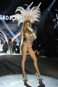 Victoria's Secret Angels: Hair and Makeup Breakdown