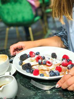 Pulitzer Hotel in Amsterdam Breakfast Menu, The Breakfast Club, Greek Girl, Brunch Places, Visit Amsterdam, Sweet Cupcakes, High Tea, The Incredibles, Lunch