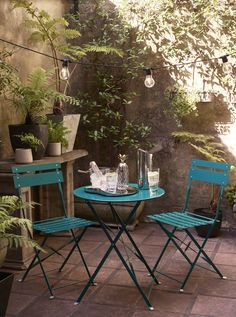 10 garden furniture sets perfect for outdoor entertaining: Add a splash of colour to your garden and outdoor space with a bold table and chairs set that will shine in the sun. (Pictured: Brighton Bistro Outdoor Table and Chair Set, John Lewis) Unique Garden, Big Garden, Summer Garden, Urban Gardening Berlin, Diy Garden Furniture, Modern Furniture, Rustic Furniture, Antique Furniture, Furniture Ideas