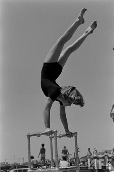 April Atkins Muscle Beach Girl 1954 by Loomis Dean Ecuador, Fitness Tips, Health Fitness, Retro Fitness, Celebrity Workout, Celebrity Fitness, Muscle Beach, Life Magazine, Transformation Body
