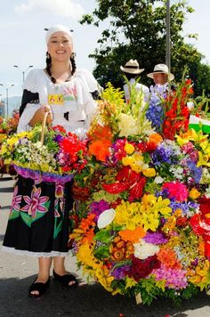 Feria de las flores Crotons Plants, Travel Around The World, Around The Worlds, World Street, Colombia Travel, Folk Fashion, Arte Floral, Mexican Art, World Of Color